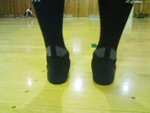 """このアキレス腱部分の""""すき間""""が、アキレス腱へのストレスを軽減してくれます"""