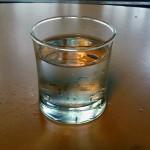 コップ一杯の水を用意
