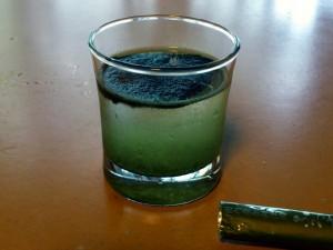 ふるさと青汁を投入(1スティック 3g)