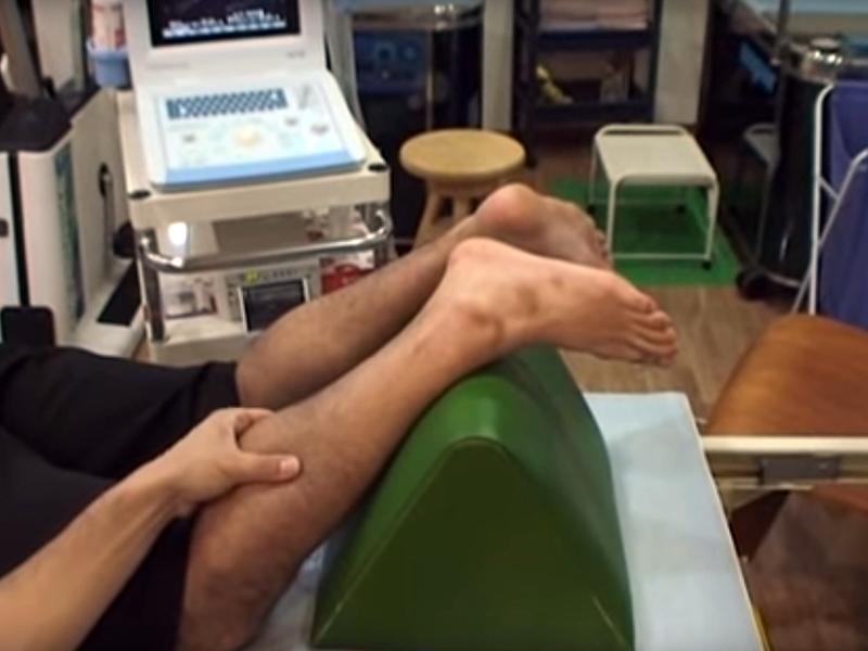 アキレス腱断裂を確認するトンプソンテスト(Thompson test)
