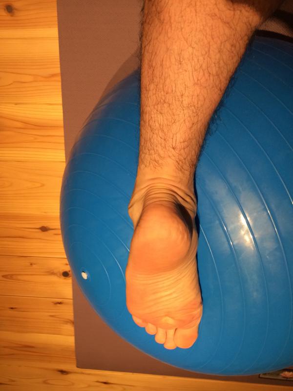 アキレス腱を伸ばすストレッチとは逆方向のストレッチも重要