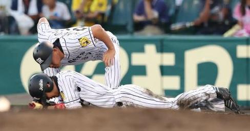 プロ野球阪神西岡剛選手がアキレス腱断裂!
