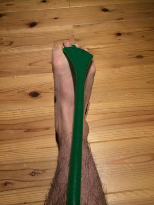 足指をぎゅっと握ります
