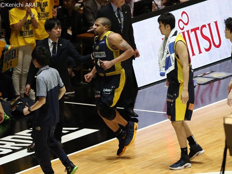 Bリーグ栃木のジェフ・ギブス選手が左アキレス腱断裂!