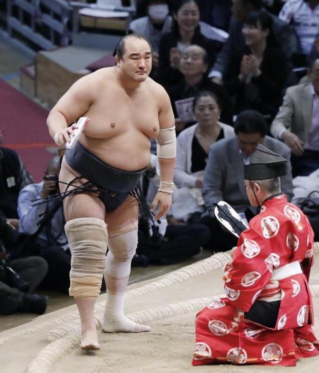 39歳安美錦男泣き、アキレス腱断裂乗り越え敢闘賞!